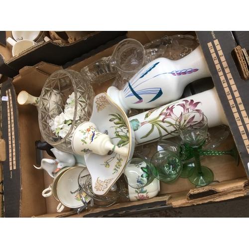 926 - Box of china and glass...