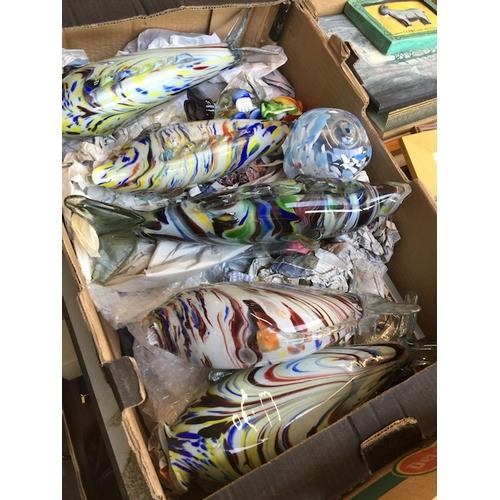 928 - A box of glassware including Murano...