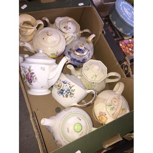 934 - Box of teapots...