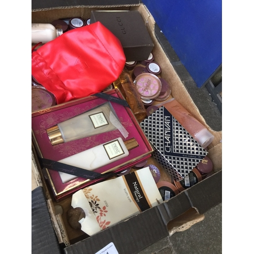 941 - A box of cosmetics and perfumes...