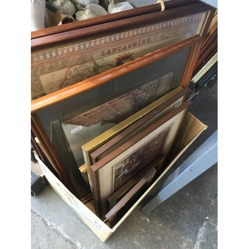 942 - A mixed lot of prints including a large monochrome print entitled 'A Private Rehearsal', a reproduct...