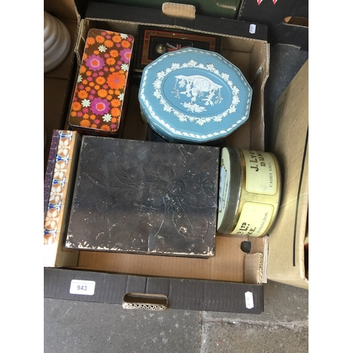 943 - A box of vintage tins...
