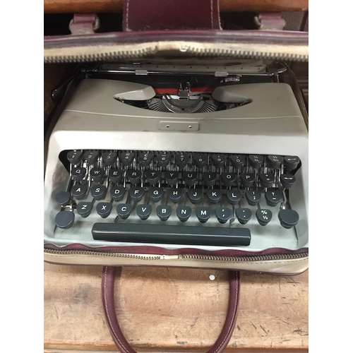 23 - A vintage typewriter - Underwood Italiana...