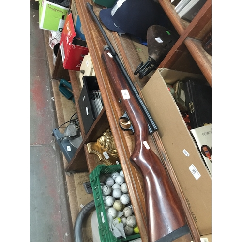26 - A SMK TH78D thumbhole deluxe CO2 sporter air rifle....