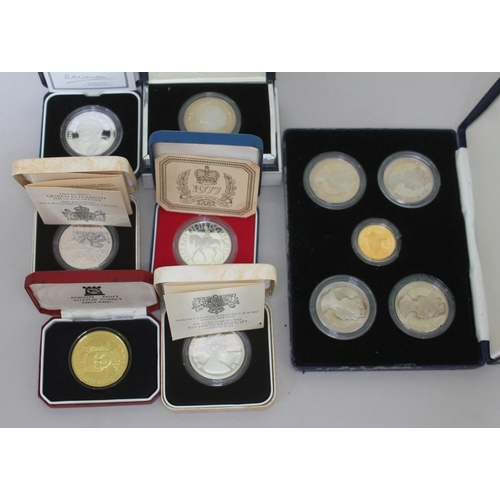 113 - A collection of silver proof coins comprising five commemorative crowns and a Pobjoy Mint 1990 300 y...
