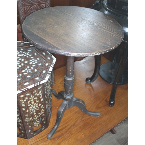 37 - A Georgian provincial pitch pine tripod table, diam. 46cm & height 68.5cm....