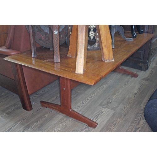 39 - A retro teak coffee table, length 161cm....
