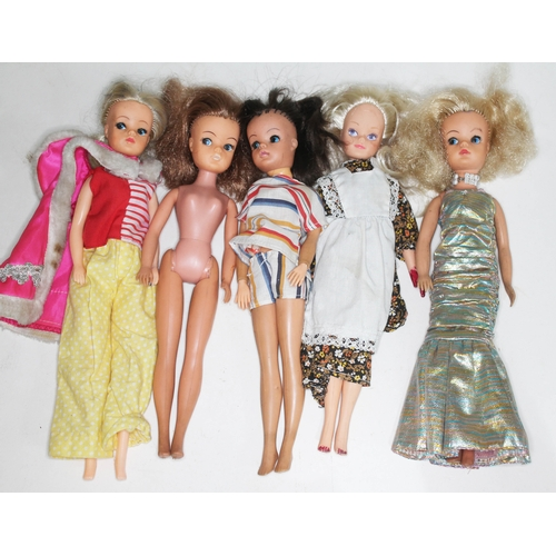 36 - A group of five vintage Sindy Dolls circa late 1970s/early 1980s....