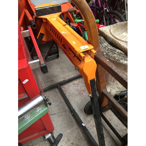 9 - A Triton SuperJaws clamping system....