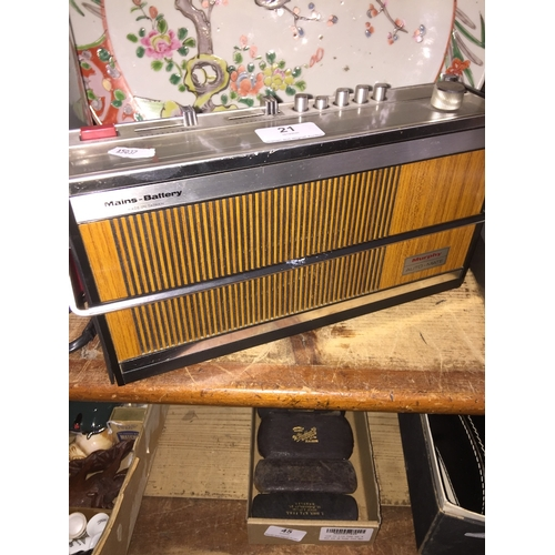 21 - A Murphy Auto Mate radio, model no : MV5702...