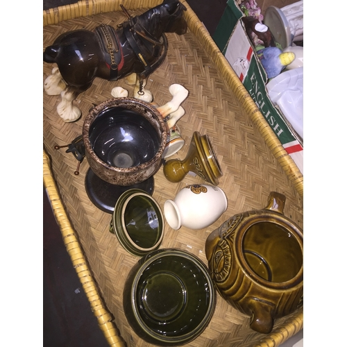 562 - Small basket with pottery in...