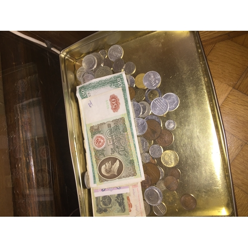 588 - Tray of mixed coins, tokens and foreign bank notes...