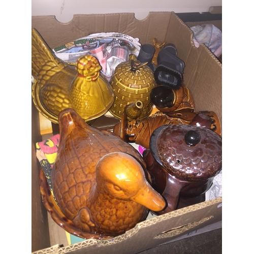 621 - Box of kitchen pottery...