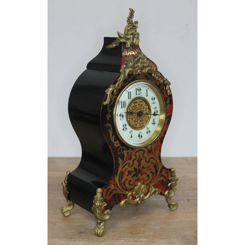 69 - A French late 19th century boulle mantle clock, height 30cm....