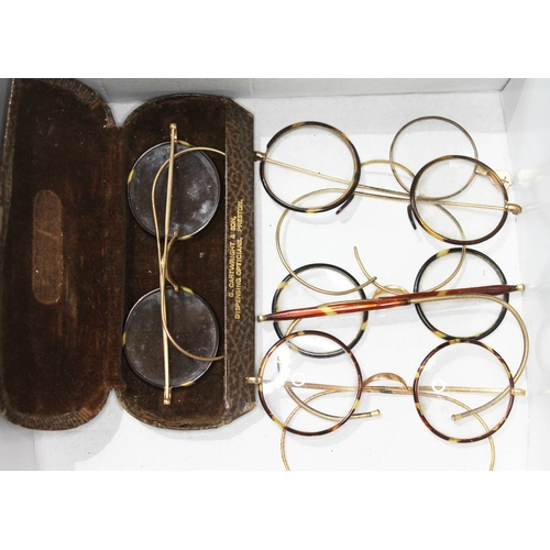402 - Assorted tortoiseshell and gold plated spectacles....