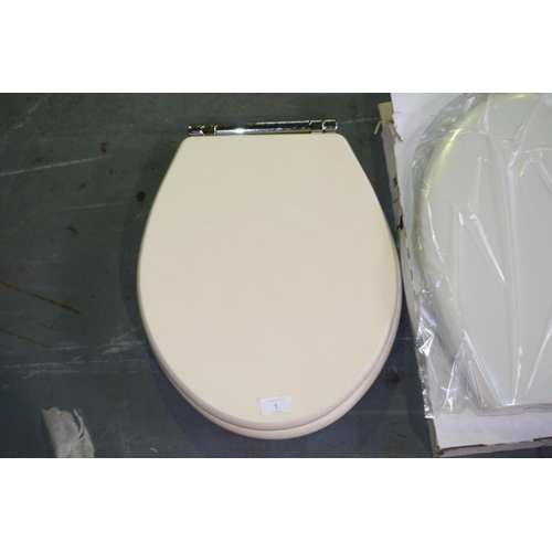 1 - Traditional Round Wooden cream/white Seat, Bottom-fix - Chrome Hinges - rrp £45...