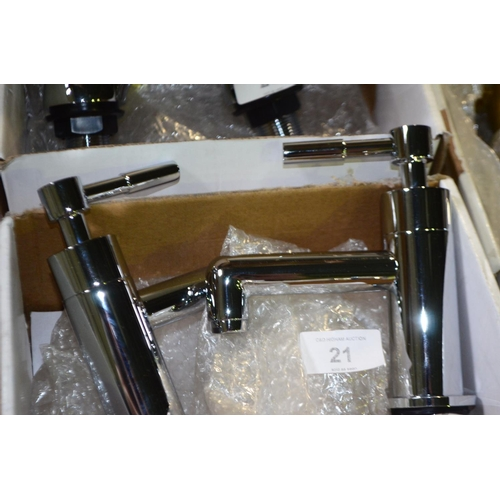 21 - pair of modern chrome basin / bath taps rrp £75...