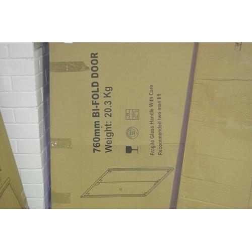 152 - 760mm bi fold shower door rrp £150...