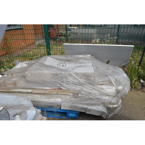 467 - PALLET OF SHOWER BASE AND SHOWER ENCLOSURES AND SCREENS...