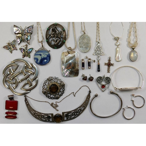 221 - A quantity of 20th century silver and silver coloured metal jewellery stamped '925', 'Sterling' and ...