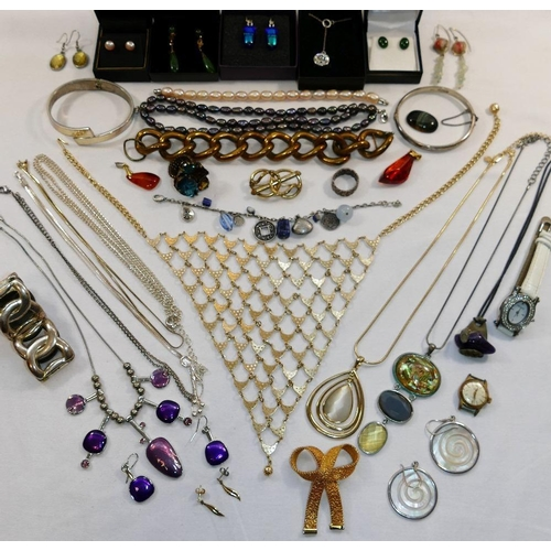 307 - A quantity of costume jewellery including an early 20th century rolled gold and simulated amethyst n...