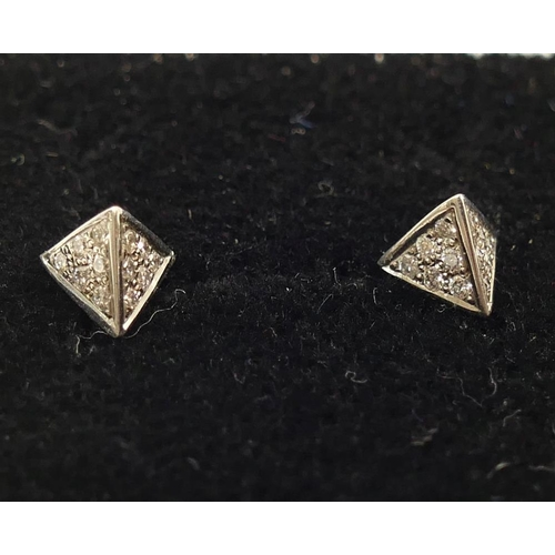359 - A pair of 18 carat white gold diamond set tetrahedron stud earrings, London 2007 by Nick Kellett, th...