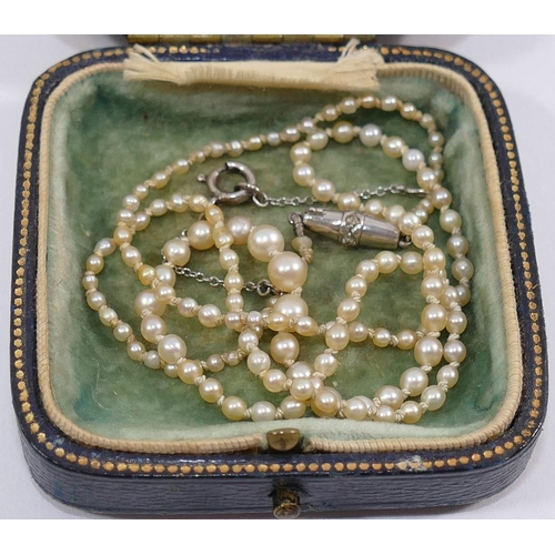 370 - An early 20th century small individually knotted graduated pearl necklace (possibly natural - untest...