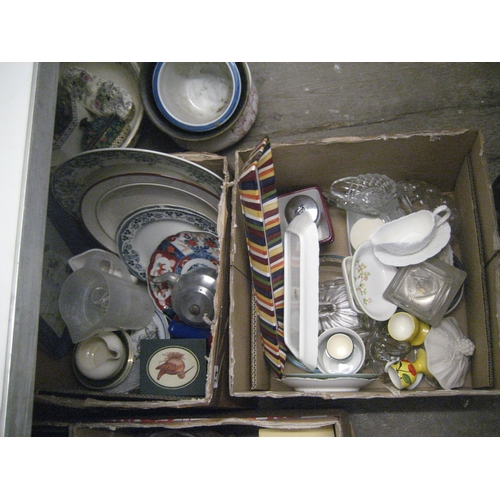 34 - COLLECTION OF KITCHEN AND HOUSEHOLD WARE TO INCLUDE CHOPPING BOARDS^ CORONATION PLATES^ GLASSWARE^ K...