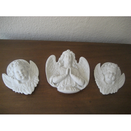 10A - THREE PARIAN WARE TYPE WALL PLAQUES. THE LARGEST 20CM HIGH....