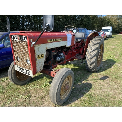 33 - A 1968 International 434 43hp 2wd tractor J35802, odometer reading 3469 hours...