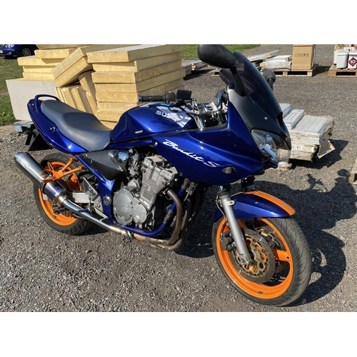 4 - A 2001 Suzuki GSF Bandit 600cc motorcycle (manual) J96059, odometer reading 28,912 miles...