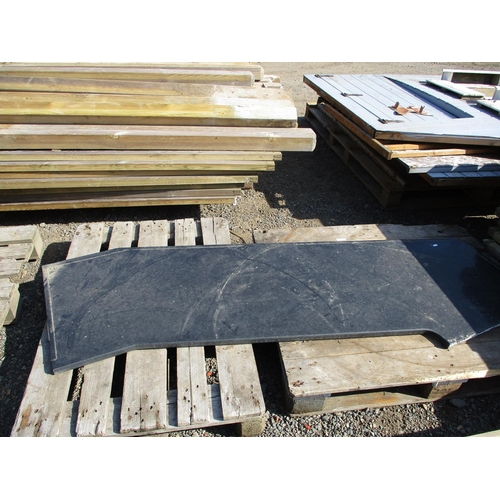 34 - A granite work top