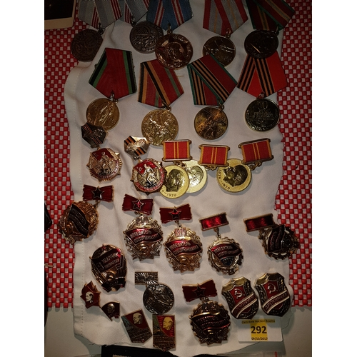 292 - Russian medals & badges...