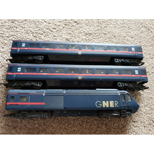 36 - GNER 125 Train lot...