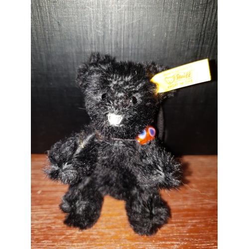 32 - Stieff Bear Black 027888