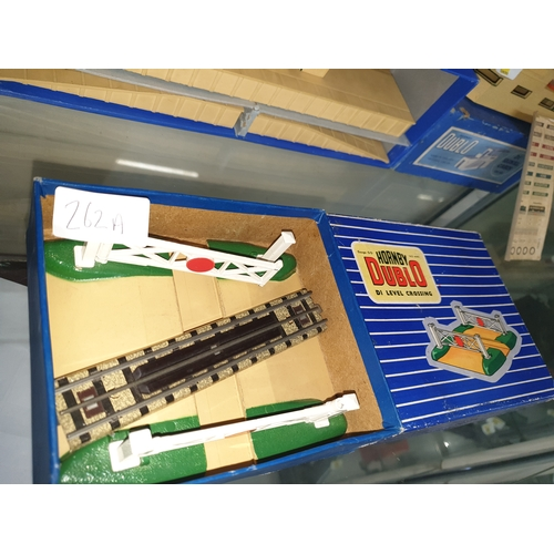 266 - Hornby Dublo Crossing boxed excellant...