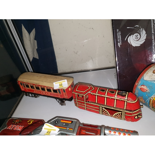 42 - O gauge tin train...