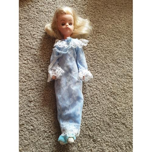 32 - Vintage Sindy Doll...