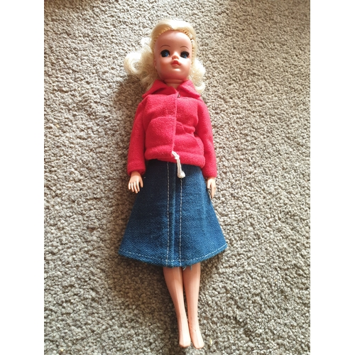 33 - Vintage Sindy Doll...
