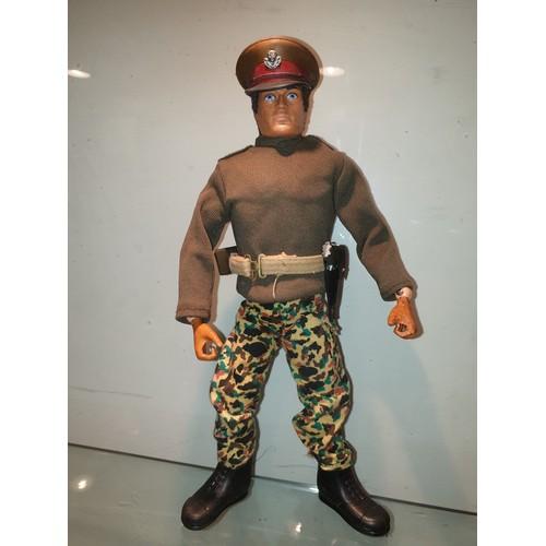 44 - Vintage Actionman eagle eye griping hands Commander...