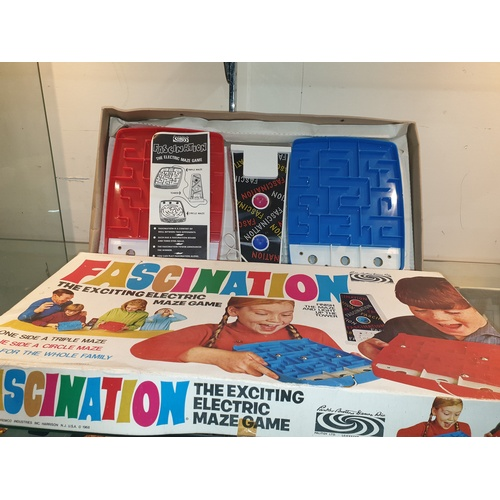 168 - Palitoy Parker Brothers Fascination: The Electric Maze Game 1968 - Retro Vintage needs ball bearings...