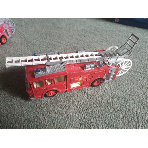 512 - DINKY TOYS ERF FIRE TENDER No. 266...