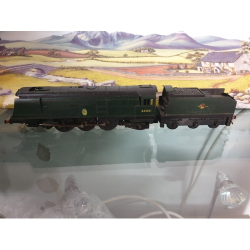 366 - OO Gauge Triang R356 BR Green Battle of Britain Class 34051 Winston Churchill...