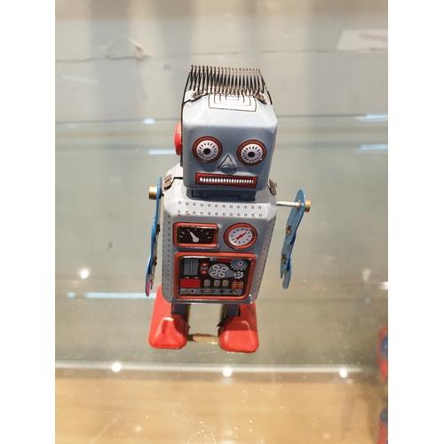 33 - Tinplate Clockwork robot...