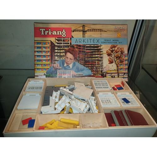 8 - Tri-ang Arkitex 00/H0 set constuction kit...