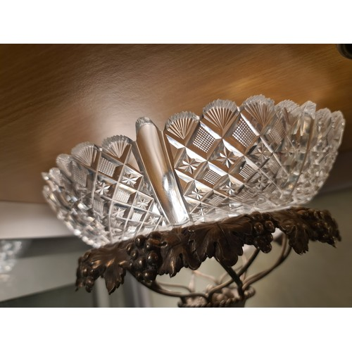 62 - Solid silver Comport center piece with cut glass bowl. hall marked London 1825. 1490 grams 35 cm hei...