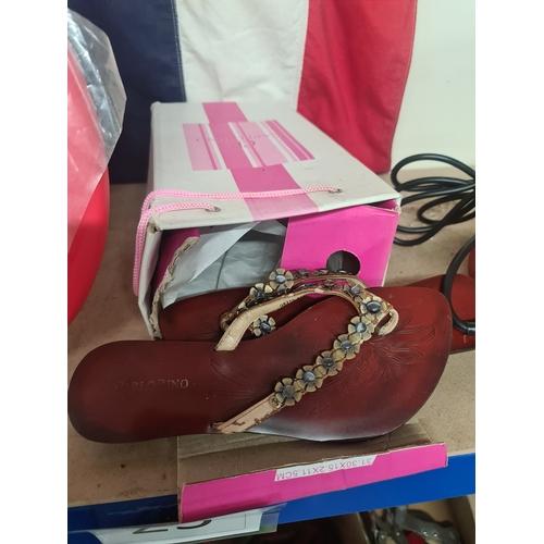 25 - Pair of ladies shoes...