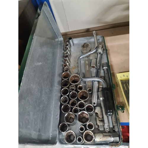 44 - 40 pieces socket set...