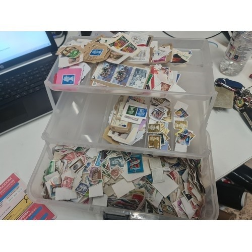 25 - Large lot of British & foreign stamps