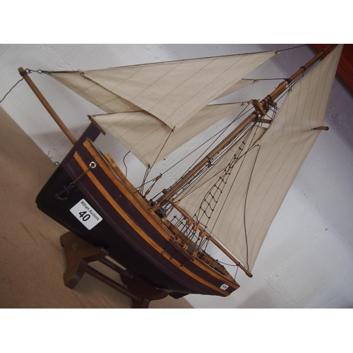 40 - Model of a schooner with full sail...